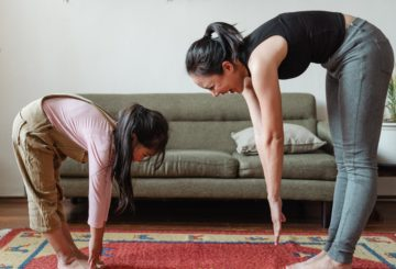 Mum and daughter exercise - Photo by Ketut Subiyanto from Pexels